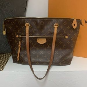 Authentic Louis Vuitton Lena mm